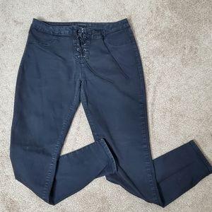 5/25 ❤ Blackheart criss cross black skinny jeans